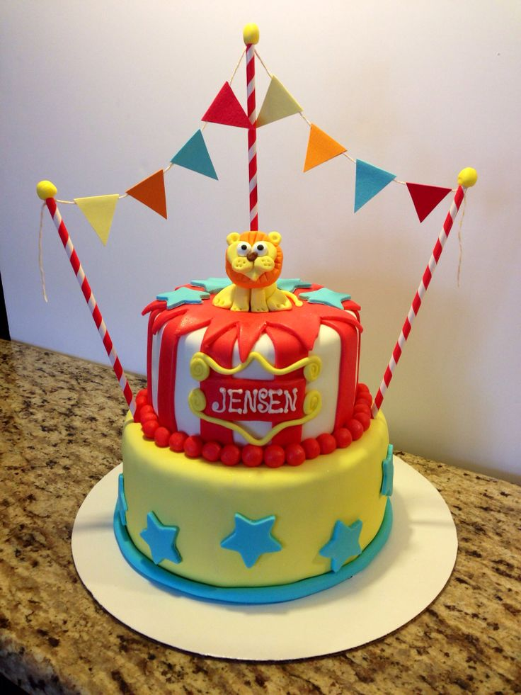 First Birthday Circus Theme Cake! Love that little lion!