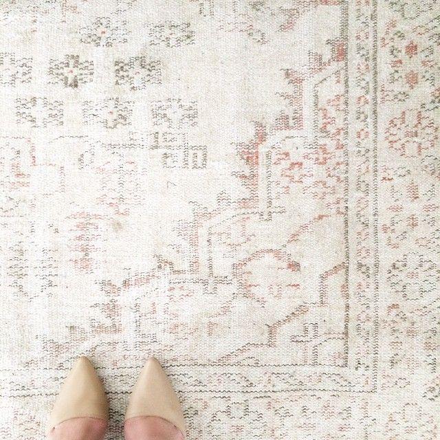 neutral overdyed Turkish rug from UniqueRugStore on Etsy & nude heels #homedecor #interiordesign