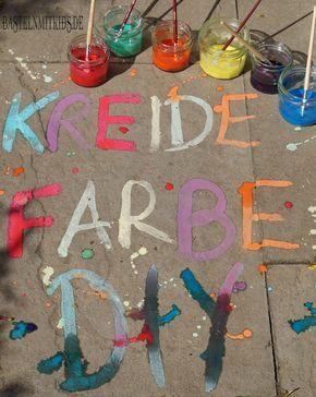 Mit etwas Lebensmittelfarbe, Stärke und Wasser ganz einfach tolle Straßenmalfarben selber machen.