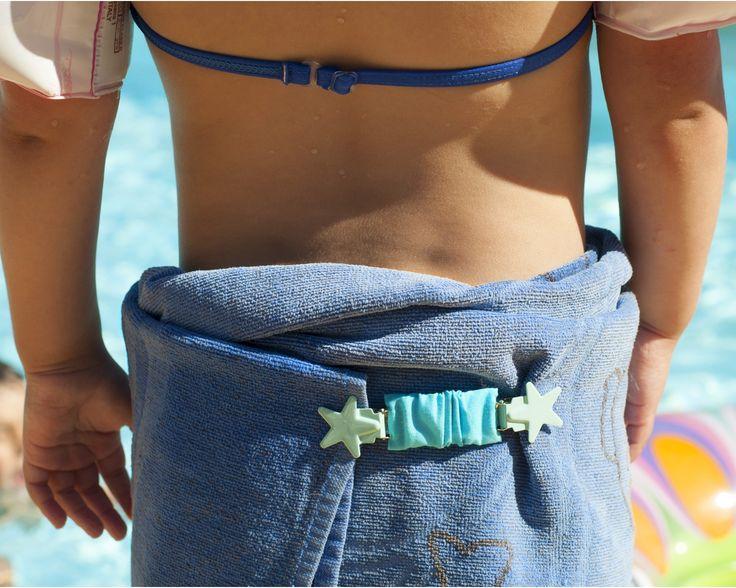 pince clipshirt **STAR** turquoise. Pratique pour s'enrouler dans la serviette de plage et se changer