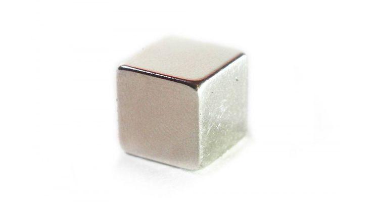 Neodymium mágnes, extra erős (12 x 12 x 12 mm) - Játékfarm  játékshop https://www.jatekfarm.hu/kreativ-hobby-iroszerek-136/intelligens-gyurma-140/intelligens-gyurma-neodymium-magnes-extra-eros-12-x-12-x-12-mm-2845