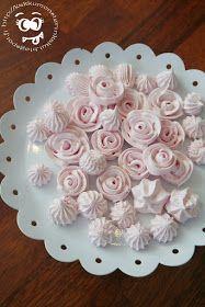 Loihdin äitienpäiväksi näitä söpöjä ruusumarenkeja. Nämä kannattaa tehdä tavallista paksummasta marengista, jotta lopputuloksesta tu...