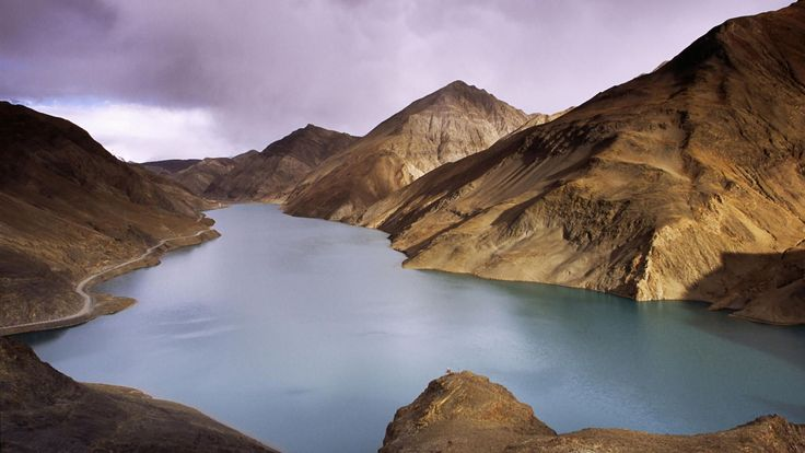 http://t.wallpaperweb.org/wallpaper/nature/1920x1080/Lake_YamdrokTso_Tibet.jpg
