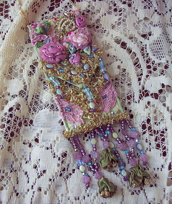 Purse of ribbon work, lace, metallic gold embroidery and beading. This is just lovely!