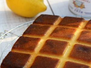 """J'ai tellement vu tourner ce gâteau sur les blogs que c'est sans certitude que je pense qu'il vient au départ de chez """"la cuisine de Josette"""" (et encore j'ai remonté moult liens pour en arriver là afin de tenter de rendre à César …). Ce gâteau m'a tout d'abord interpellé car j'avais un stock de[...] - Gâteau surprenant au lait concentré sucré"""