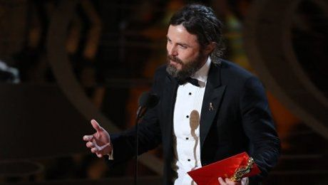 """For pinterest: Кейси Аффлек получил """"Оскар"""" за главную мужскую роль ---- http://www.zakon.kz/4846264-kejjsi-afflek-poluchil-oskar-za.html  В этой номинации также были представлены Райан Гослинг, Эндрю Гарфилд, Вигго Мортенсен и Дензел Вашингтон."""