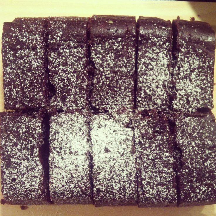 En deilig og frisk sjokoladekake med smak av appelsin som holder seg saftig i flere dager.  Oppskrift av Julie Ilona Balas.