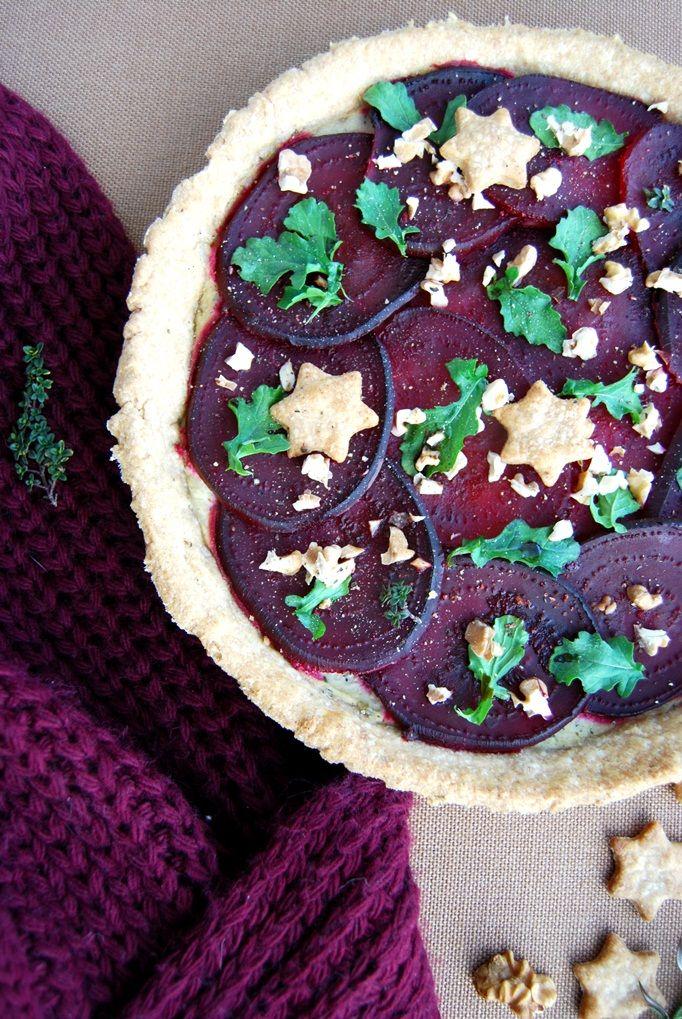 Wholegrain rosemary tart with baked beetroots, tofu, rocket and walnuts | vegan | vegezmiloscia.com