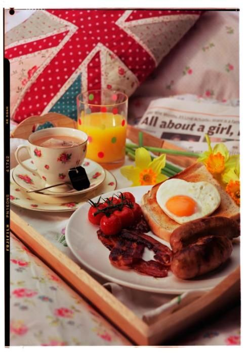 English Breakfast! Omg i want some fried tomatoes and non streaky bacon!