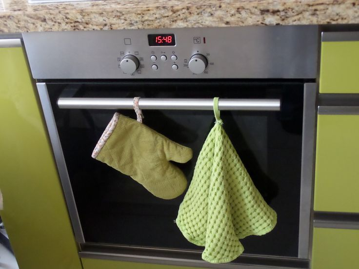 Oven glove...It is covered by green fabric which I used on my chair covering. Especially love bias tape's pattern.
