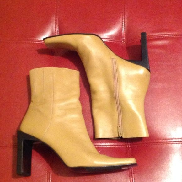 """Nine West """"Monroe"""" PRICE CUT✂️ Sz (9.5). Color (Camel). Worn once indoors. Heels in tact. No scuffing. Zipper pull runs well. Please ask questions before purchasing. Additional pics per your request.                                               📫 Same/Next day Shipping 💔 Pay Pal 💔 Trades 🚫 No Haggling  🐶 Free home 🚬 Free home  Thanks for checking out my closet Nine West Shoes"""
