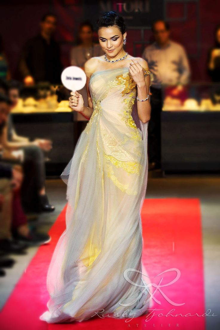 #lace #tulle #couture #fashion #hautecouture #fashionshow #promdress #cocktail #dress #redcarpet #glam #gala #glamour #glamorous #look #redcarpetlook #redcarpetfashion #ruslytjohnardi #ruslytjohnardiatelier #makeup #cledepeau #hairdo #actionhairsalon #fashionideas #outfit #fashioninspiration #fashiondesigner #fashiondesign #singapore #yellow #gray #grey