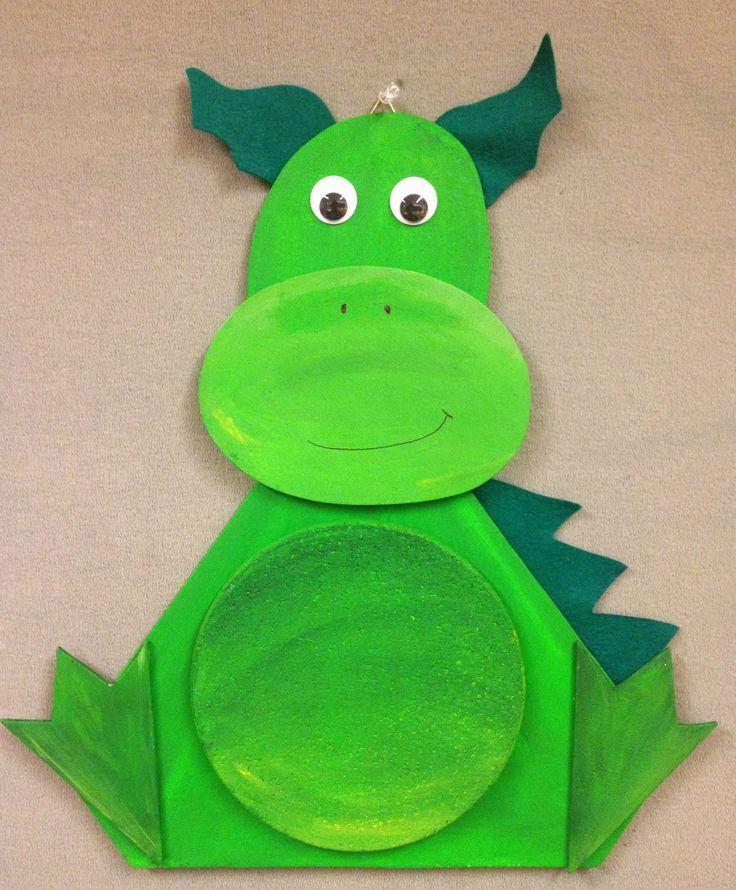 Ein neuer Freund fürs Kinderzimmer Sie sind fertig! Unsere tollen Drachen-Pinnwände! Huii, meine kleinen Schreiner konnten es kaum erwart...