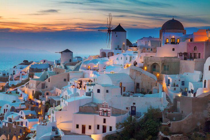 Les plus beaux coucher de soleil.....Le village d'Oia à Santorin en Grèce