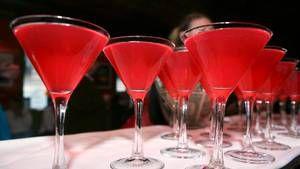The new Twisted Lemonade - Raspberry Sour, vodka, triple sec, lemon and lime juice! #Drinks #Cocktails