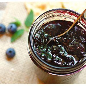 O reteta dulce de sezon, dulceata de afine are un timp de preparare de aprox. 5 ore, iar ingredientele sunt suficiente pentru a pregati 3 borcane medii.