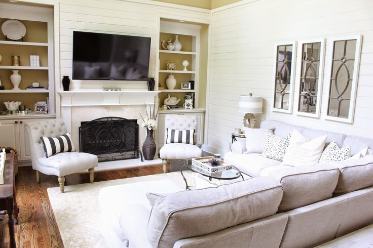 Love this bright and cozy family/living room! // Tiffany D @ http ...