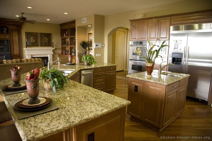 Kitchen Idea Of The Day A Traditional Favorite Classic Brown Wood Kitchens Kitchens Pinterest Traditional Pictures Of And Medium Kitchen