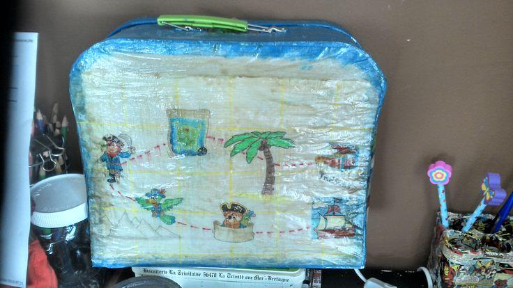 Lampe de bureau enfant : une valisette carton papier calque peinture