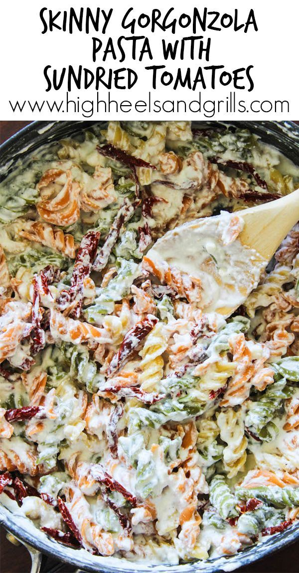 Skinny Gorgonzola Pasta with Sundried Tomatoes - This is an awesome, lightened up dinner recipe! #RonzoniSummer #pmedia #ad