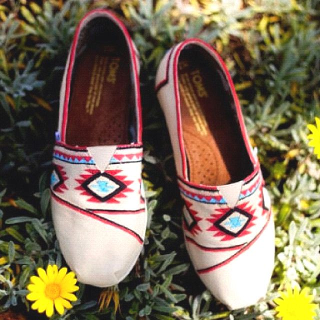 :)) lovely: Tribal Toms, Hands Paintings Toms, Toms Outlets, Style, Prints Design, Toms Shoes, Discount Toms, Tribal Prints, Cute Toms