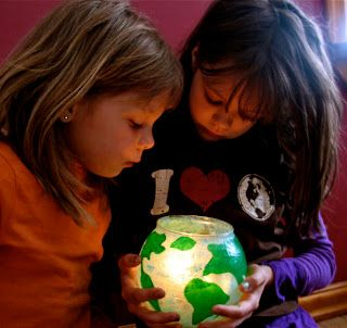 Twig and Toadstool: An Earth Day Craft! Globe luminaries.