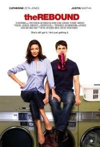 """Rebound, The (2009): Sandy, een sexy moeder van 40 met twee kinderen, ziet haar perfect georganiseerde wereld uiteen spatten wanneer zij ontdekt dat haar man vreemdgaat. Ze pakt haar spullen en verhuist naar New York, waar ze de 24-jarige Aram ontmoet. Sandy krijgt een baan aangeboden en vraagt Aram op haar kinderen te passen, wat t begin zal zijn van een onstuimige relatie. """"Leuk komische en romantische film""""."""