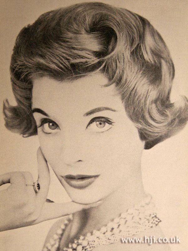Épinglé par Eudier Nathalie sur coiffure 1950 Coiffures