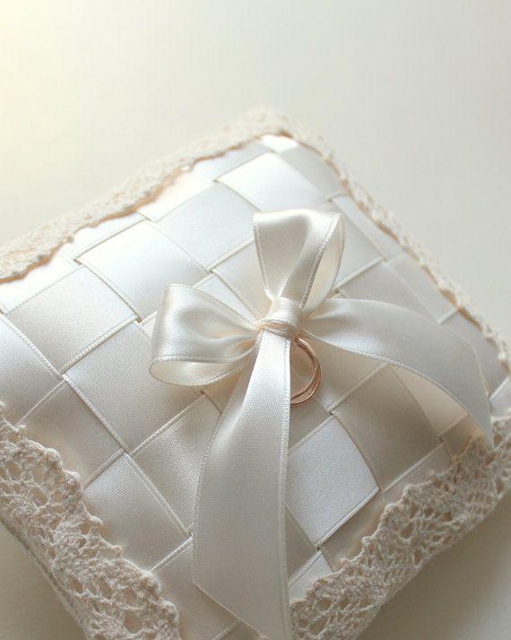 almohadilla del portador del anillo marfil portador del anillo