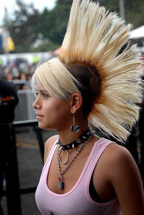 coiffure punk blonde Genre Punk en 2019 Filles punk