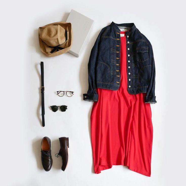 「赤い服」を着るってなかなかハードルが高い感じがします。でも海外の方がステキに、それも自然に着こなしているのをみると、「いつかは!!」と思ってしまいます。 そこでガッシュでも気負わずに着ることのできる、コットン100%素材のカットソーでワンピースを作ってみました。たっぷり贅沢なボリューム感のあるシルエットは、カジュアル風にも、大人っぽくも着こなせます。アウターにデニムを合わせれば、カジュアル感も高まりますね。