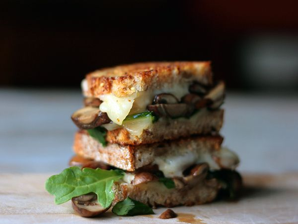 Butter Sauteed Mushrooms and Swiss Grilled Cheese with Arugula: Fun Recipes, Sauteed Mushrooms, Chee Ideas, Sandwiches Recipes, Sauted Mushrooms, Grilled Chee Recipes, Grilled Cheeses, Grilled Chee Sandwiches, Grilled Sandwiches