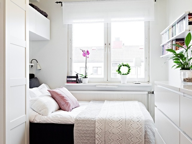small roomSo clean and fresh...for being small, it looks cozy