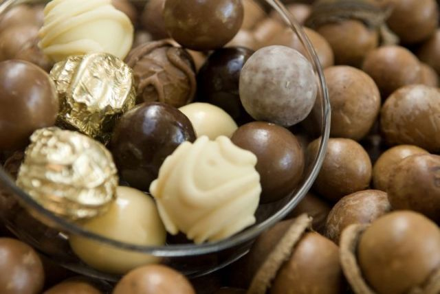Try a delicous array of warm nuts and chocolate treats at the Nutworks Factory