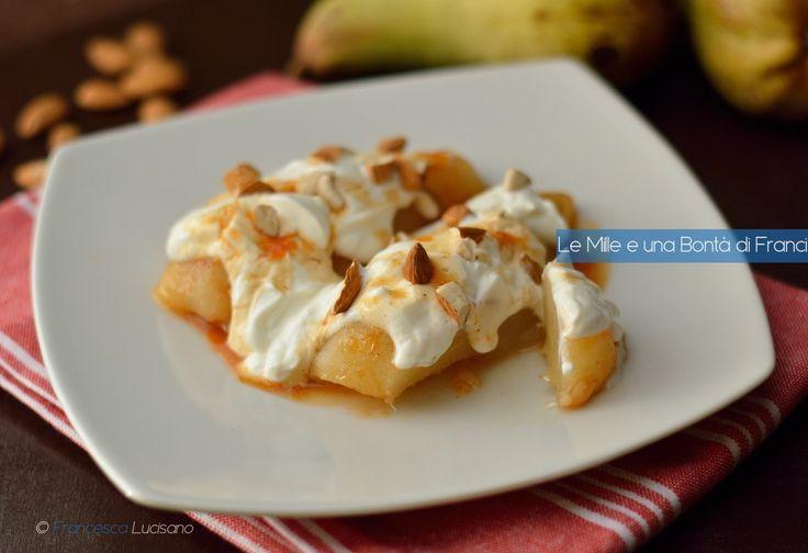 Le pere cotte nel sidro di mele costituiscono una merenda sana, golosa e molto semplice da preparare. Si abbinano perfettamente a yogurt bianco e mandorle.