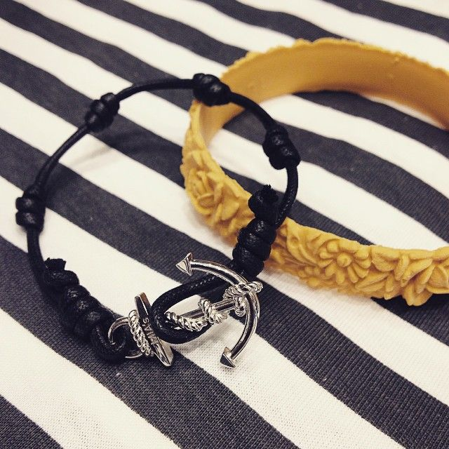 On stripes. @miasitaly @fullspot_italia_official #blackwhite #accessories #love #lovely #like #happy #smack #mias #miasjewels #miascrew #jewels #gioielli #jewellery #collection #new #anchor #ancora #mood #must #instapic #instaphoto #instalover #instamood #instamust