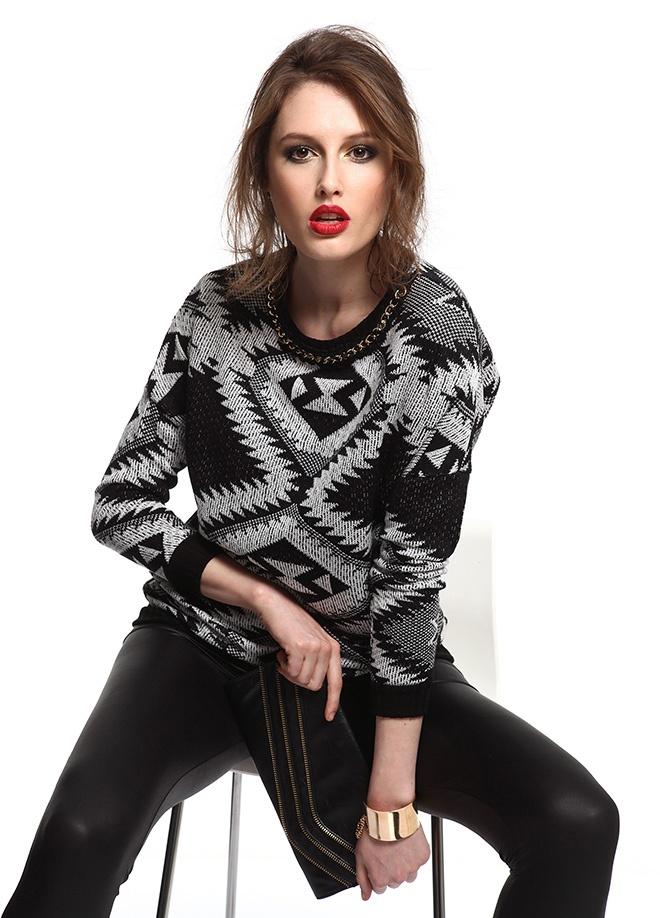 SATEEN Zincirli bluz Markafoni'de 49,90 TL yerine 24,99 TL! Satın almak için: http://www.markafoni.com/product/3411125/