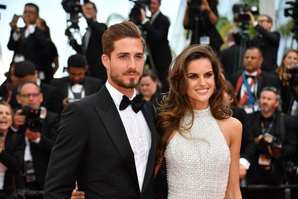 Brazilian model Izabel Goulart and German goalkeeper Kevin Trapp arrive on May 22, 2017 for the screening of the film 'The Killing of a Sacred Deer' at the 70th edition of the Cannes Film Festival in Cannes, southern France.  / AFP PHOTO / Alberto PIZZOLI