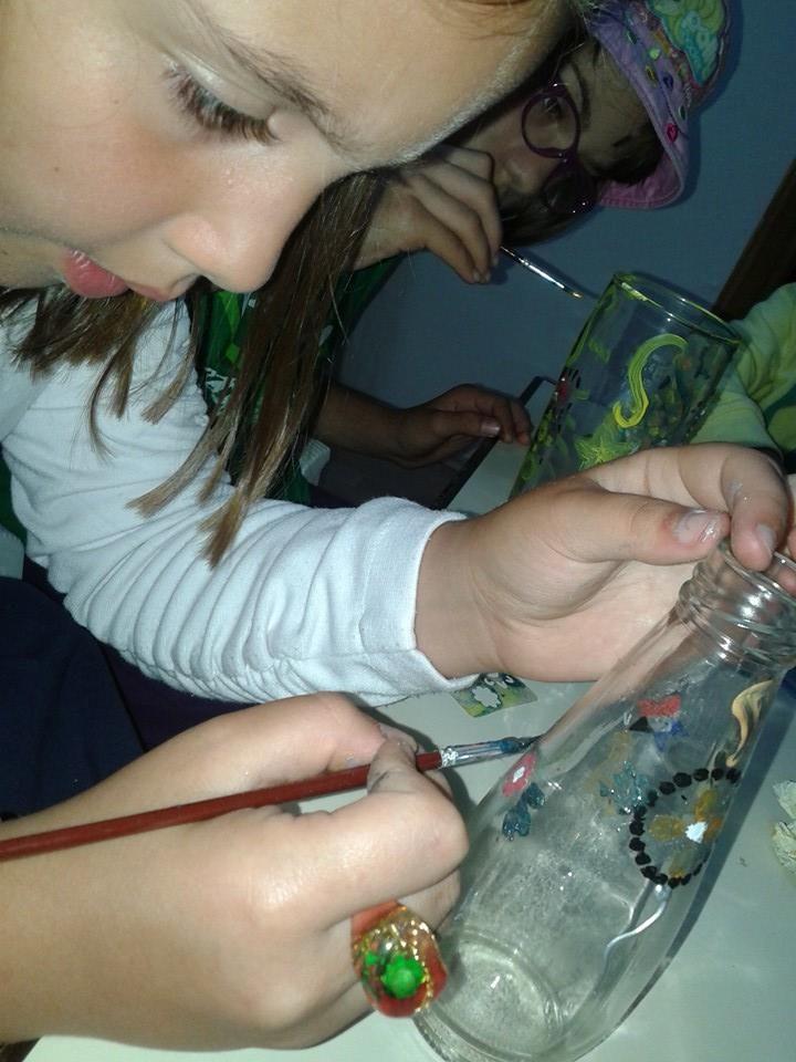 Pictura pe stica - reciclare creativa sticle de suc