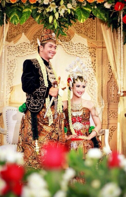 "Me on ""Dodotan"" traditional wedding dress of Javanese Indonesia :) make up by ArQ Griya Pengantin."