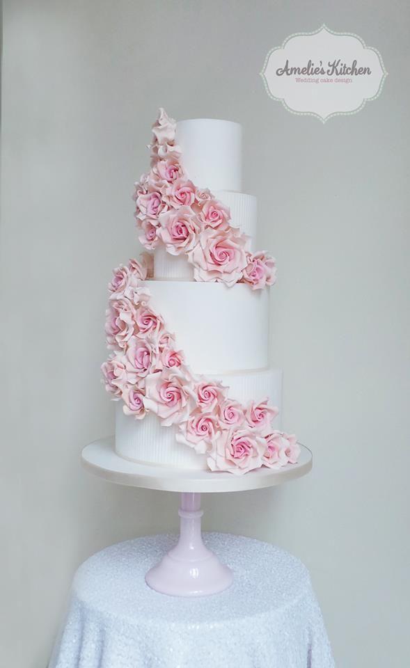 22 Glamorously Intricate Wedding Cakes - MODwedding