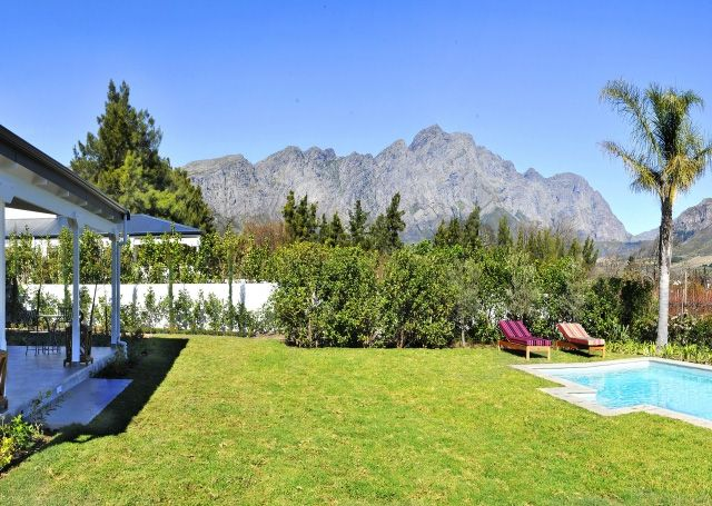 A superbly tranquil stay only a short stroll from the historic village of #Franschhoek