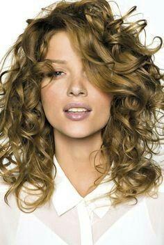 Coupe cheveux bouclés dégradés