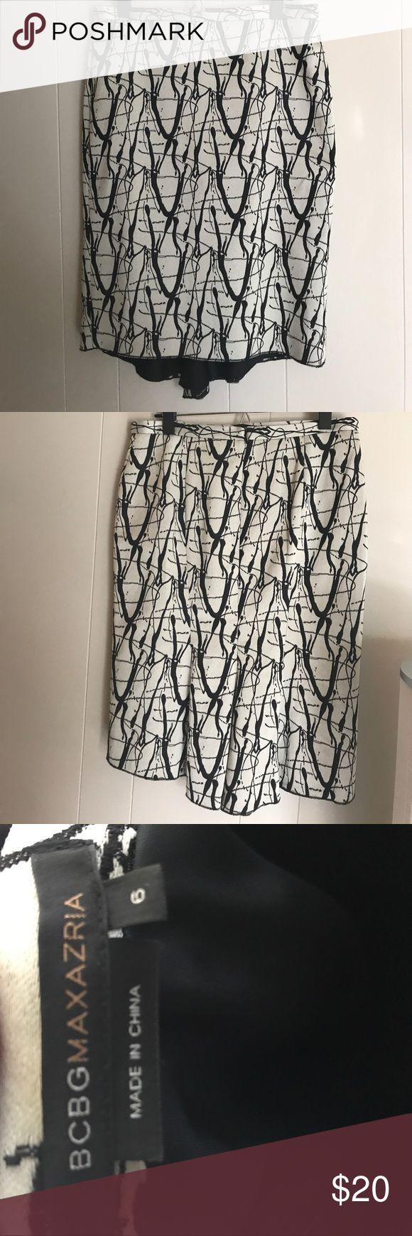 BCBG skirt BCBGmaxAzria skirt! Really cute has a bit of flare on the back. BCBGMaxAzria Skirts Pencil