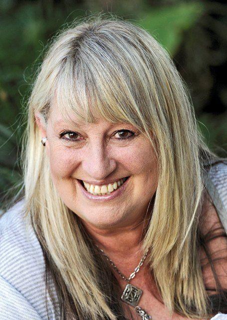 Mynie Grove  - #Sanger #Liedtjie skrywer #Bekende Persoonlikheid #Afrikaans