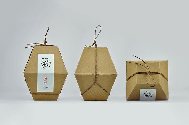 Специалисты китайского креативного агентства Shanghai Version Design разработали конструкцию и дизайн подарочной упаковки для риса и чашки для него lonshare.  Вдохновение для дизайна упаковки авторы почерпнули из формы традиционного китайского контейнера для риса, который используется в сельской местности. В картонную коробку, состоящую из двух отсеков, помещаются, в один — фарфоровая чашка, а во второй — бумажная упаковка с рисом.  http://am.antech.ru/mTUG