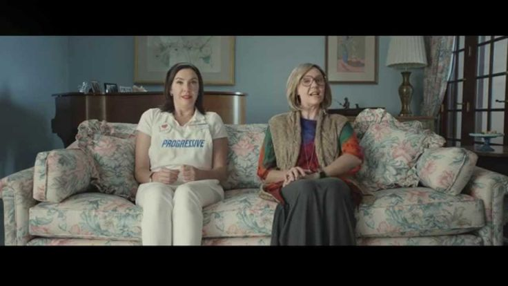 What a HOOT!!! Flo's Family: Creative Thanksgiving - Progressive Insurance Commercial