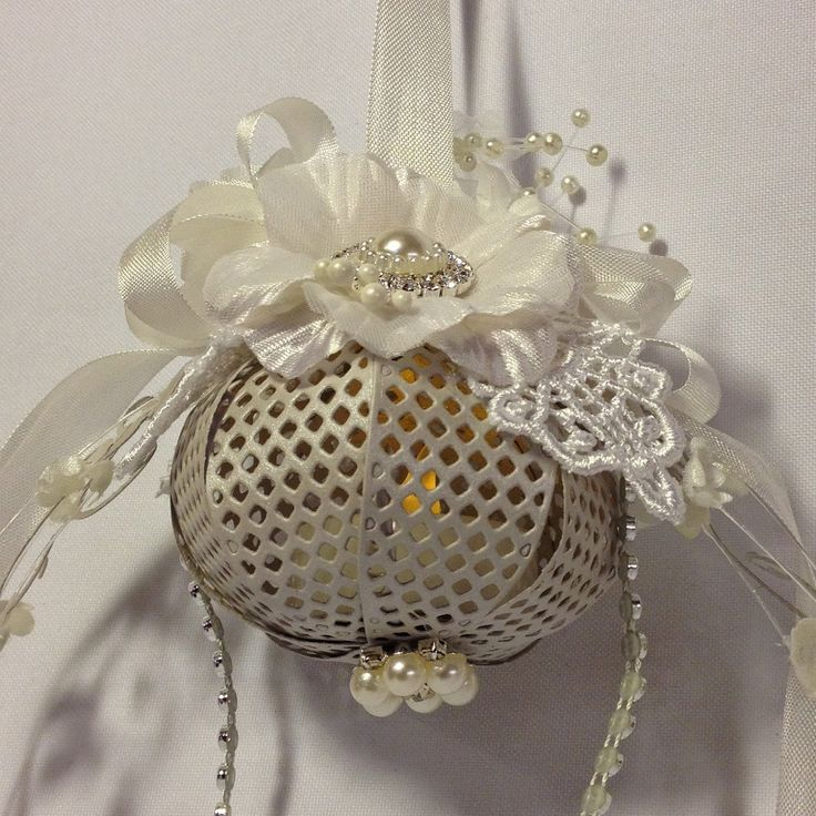 annes papercreations: How to make a Christmas lightning Ornament with a bow die . Video tutorial