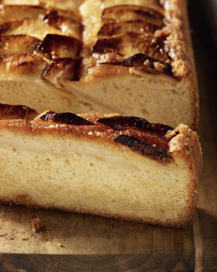 Een eenvoudig genot: een lekker stukje versgebakken appelcake met een snufje kaneel. Thee of koffie erbij en je dag is goed!