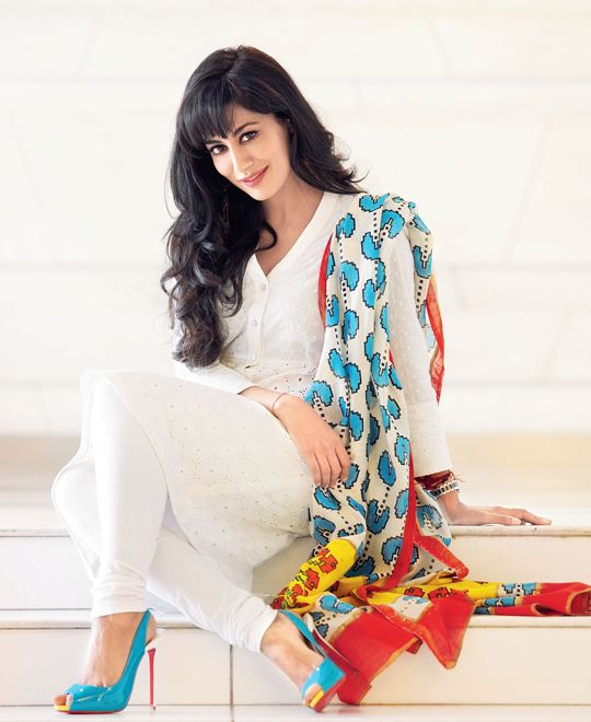 when you are in doubt of what to wear, take white plane kurtha and bottom , mix it with any colourful dupatta..you can never go wrong with white.